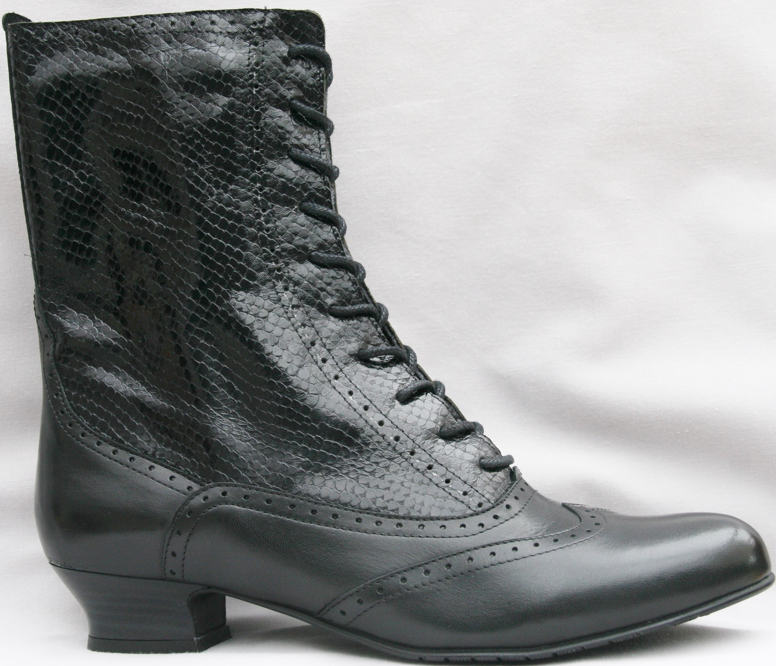 New Hi Vic - Black L/Black Cobra